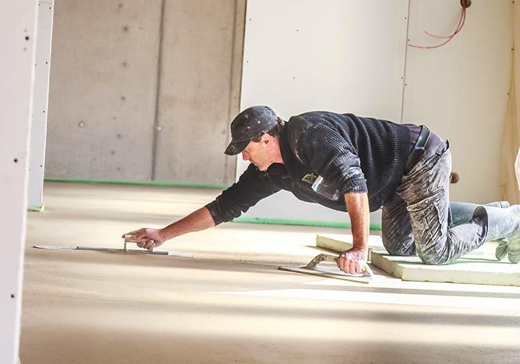 Estrich Profis im Markgräflerland bei Freiburg Dischinger Fußbodenbau in Aktion