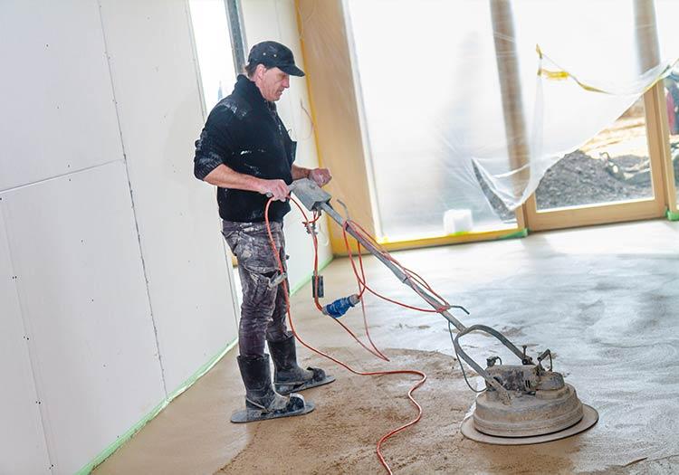 Estrich Firma im Markgräflerland bei Freiburg Dischinger Fußbodenbau in Aktion Polierung